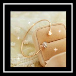 Jewelry - Gorgeous heart bangle bracelet